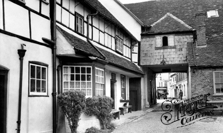 Old photo of The Angel Inn c1950, Andover
