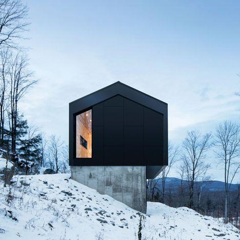 Quebec Residenz Naturehumaine wird eine Steigung auf einem Beton Podium erhöht