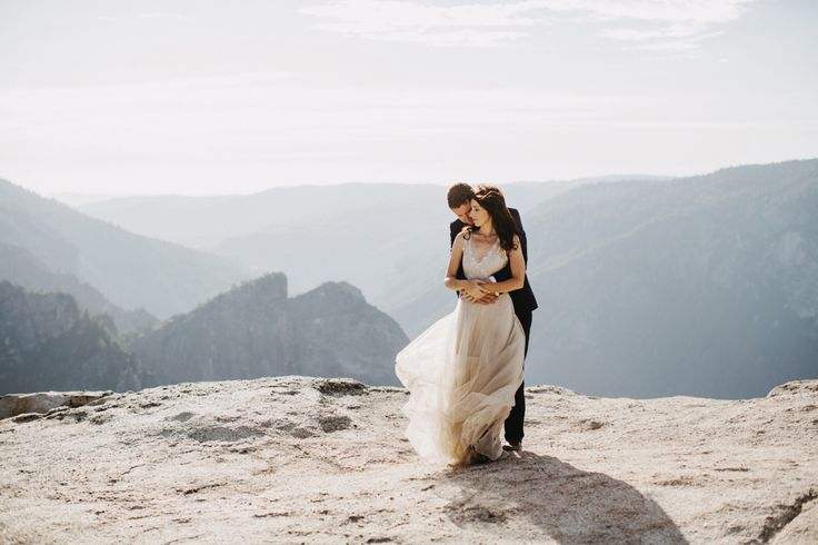 Yosemite Wedding // Paula+Chris decided to elope in one of the most beautiful national parks in the states, Yosemite. Sunset portraits at half dome, wow.