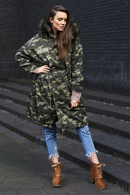 Military fashion #miliary #militaryfashion #militarycoat #militaryjacket #jeans #bluejeans #jeanswithholes #shoes #brownshoes #girl #polishgirl #model