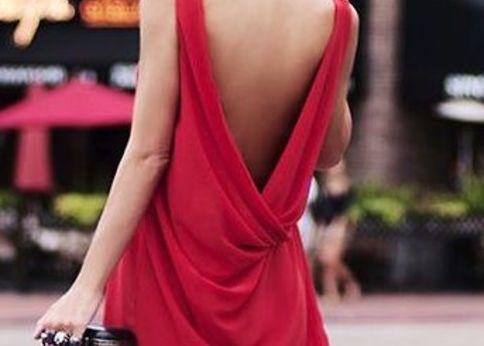 背中で魅せる大人のオープンバックドレス