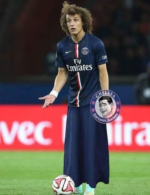 Po ośmieszeniu przez Suareza David Luiz będzie grał tylko w sukience • Brazylijczyk boi się kolejnej dziury po meczu z Barceloną >> #luiz #psg #memes #football #soccer #sports #pilkanozna #funny