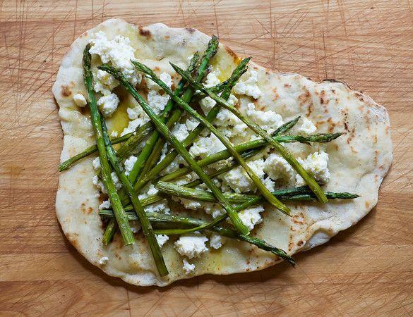 Grilled Asparagus & Ricotta Pizza (I added 1.5 Tbsp of lemon juice, a ...