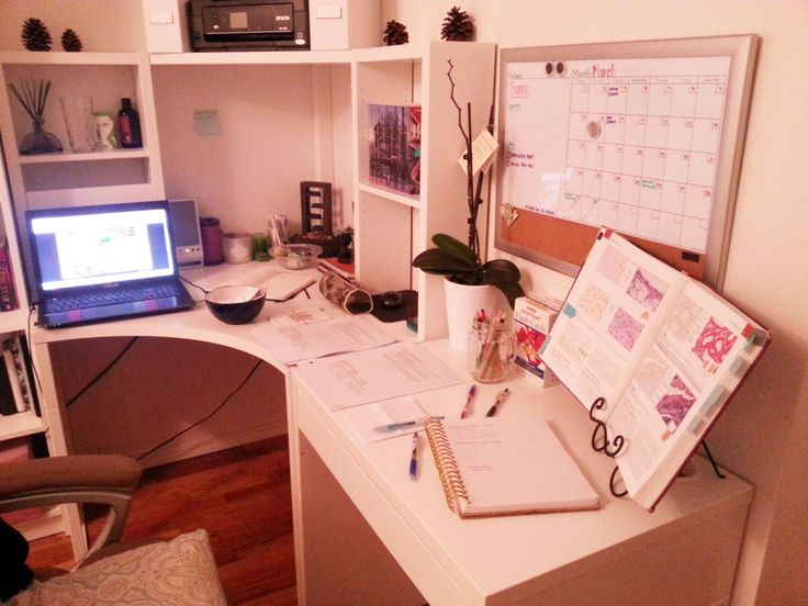 lady-with-a-book:inspirationalorganizational:9:15pmLab Exam tomorrow.I've been super DUPER horrible with studying and just life in general… I got to get back on it somehow!! (っ◞‸◟c)    I need a book holder like that…