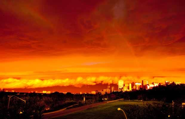 A thunderstorm last July caused the sky to go crazy red and orange.     Photo from the Edmonton Journal.: Karen O'Neil, Crazy Red, Sky, Amazing Photo, Edmonton Alberta, Edmonton Journals, Thunderstorms Moving, Mornings Thunderstorms, The Roller Coasters