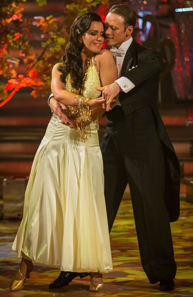 Week 3  Susanna & Kevin  Viennese Waltz to Annie's Song by John Denver Scored (8-9-9-8)  =  34pts