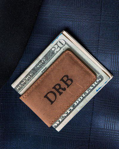 Practical and sophisticated, this personalized leather magnetic money clip is a gift that your groomsmen will appreciate and use for years to come. Monogrammed and made of tanned genuine leather with a magnetic clip to keep money held in place, this money clip is not only useful, but stylish too.