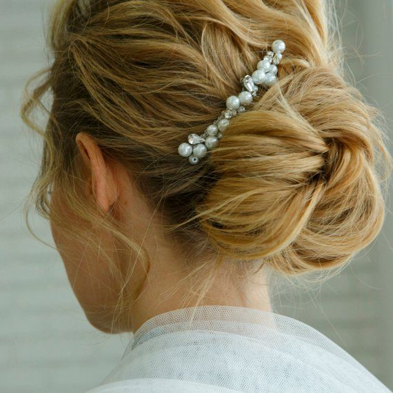 Bride hair accessory Pearls hair comb Minimalist
