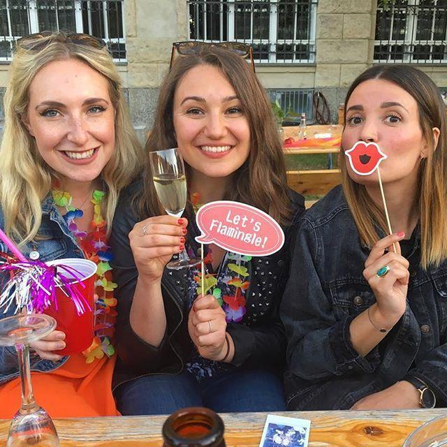 GLOSSY SUMMER PARTY ☀️☀️☀️ - - - #summer #drinks #stayglossy #glossybox #internship #erasmus #berlin #deutschland #germany @kathizoechling @juliajayjules