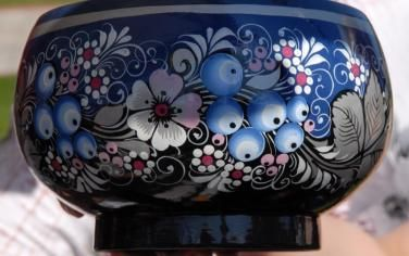 Чаша с голубикой Путеводитель по русским ремёслам, CC BY-SA 4.0