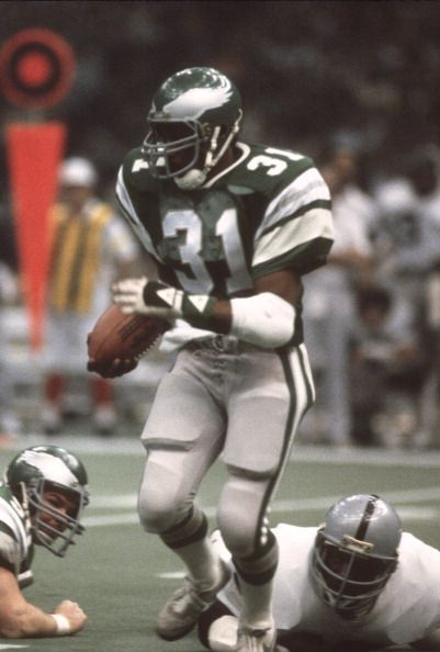 Wilbert Montgomery of the Philadelphia Eagles carries the ball against the Oakland Raiders during Super Bowl XV