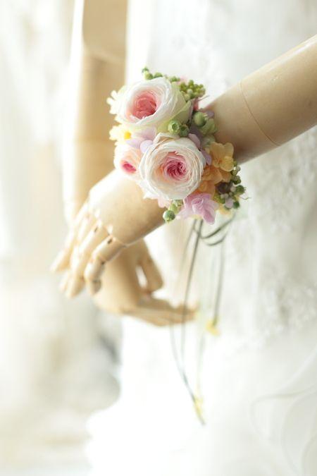 一人でつけられる花冠とリストレット 立川へ : 一会 ウエディングの花
