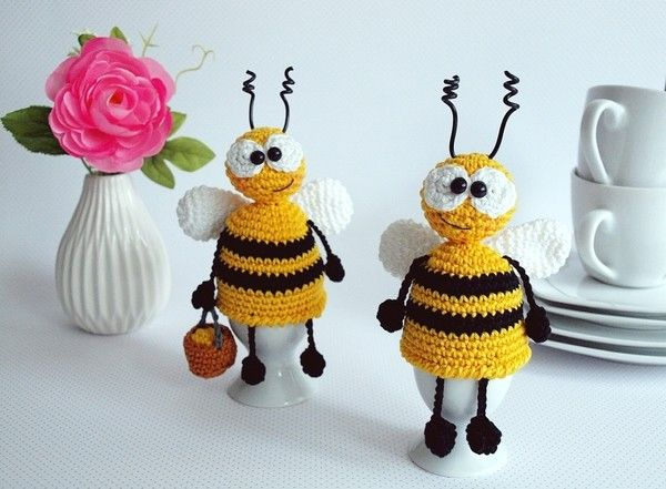 Sommer, Sonne, Blümchen...und plötzlich ein Gesumme! Da landen doch tatsächlich zwei kleine dicke, schwarz-gelb gestreifte Bienchen vor mir und schmunzeln mich an! Die Eimerchen voll mit Blütenstaub wollen sie eine kleine Rast einlegen! Nur zu...so ne