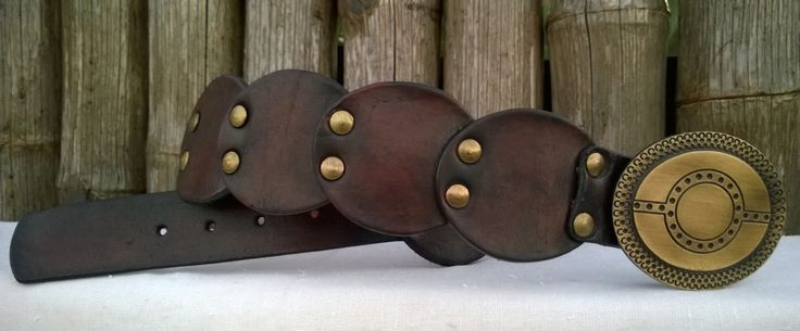 Artesanías en cuero. Cinturones cincelados, trenzados, pintados a mano, Muñequeras, llaveros, correas y collares para mascotas.