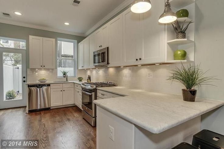 Traditional Kitchen with Subway Tile Wilsonart 3 in x 5