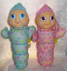 omg! i had the blue one and i loved him. Glow worms!