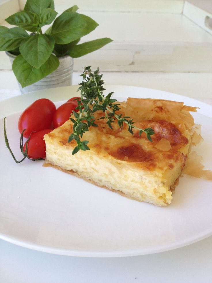 Home made Cheese pie so easy!! http://www.instyle.gr/recipe/tiropita-emmental/