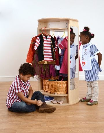 An attractive space saving solution for storing dressing up outfits and accessories. Featuring 5 wooden hanging pegs, acrylic safety mirror, hanging rail.