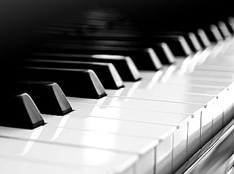 Piano atau keyboard?