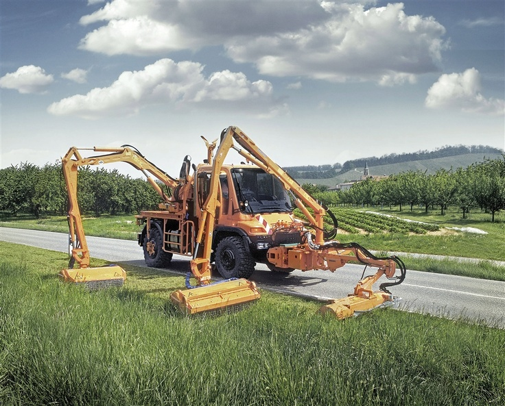 Mercedes-Benz #Unimog multitasking