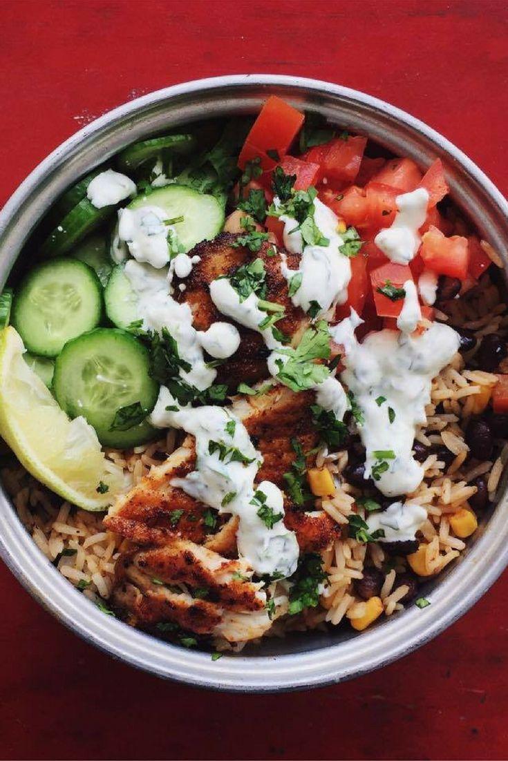 Bol burrito de tilapia au chipotle avec crème sure et riz aux haricots noirs. cookitboutique.com