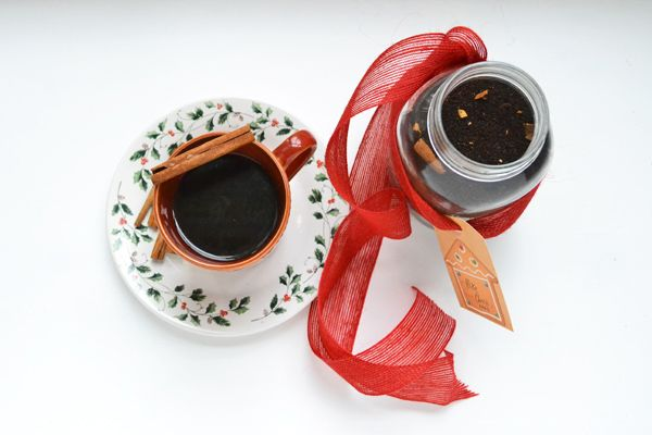 Homemade Christmas Coffee Blend: A perfect gift to jolt your friends and family into the holiday spirit by @cookthestory