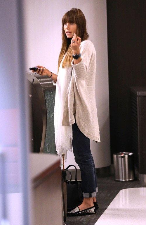 Jessica Biel Airport Style