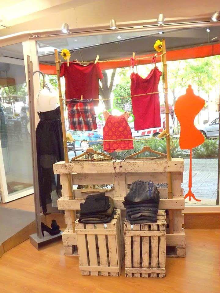 """Nuestro proyecto está creado, desde el principio, en relación con el Reciclaje. Nuestra tienda """"Opportunitas"""" recicla la Ropa y los complementos, da una segunda oportunidad a las prendas que están ..."""