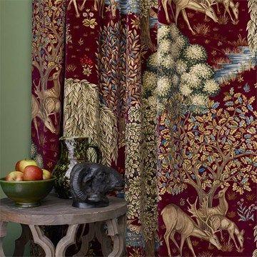 Engelska Tapetmagasinet - sammetstyg - röd - tyg - William Morris - velvet  curtain - The Brook