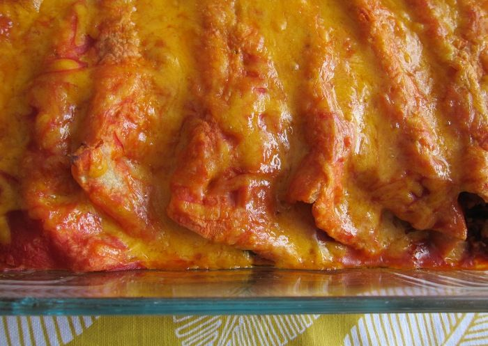 This beef enchiladas recipe tastes very authentic, and goes really well with guacamole!  Ingredients:  10 corn tortillas 1 lb ground beef 1 onion, chopped 4 garlic cloves, minced 1 can (8 oz) tomato sauce 1 bunch of cilantro (leaves chopped, stems discarded) 1 …