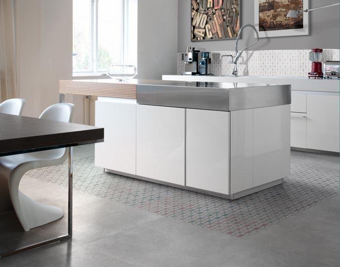 Pavimento e rivestimento cucina in gres porcellanato effetto cemento Smart Town by Ceramiche Supergres.  #piastrellegres #gresporcellanato