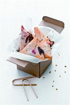 Raspberry, Chocolate & Pistacchio Samosas #recipe