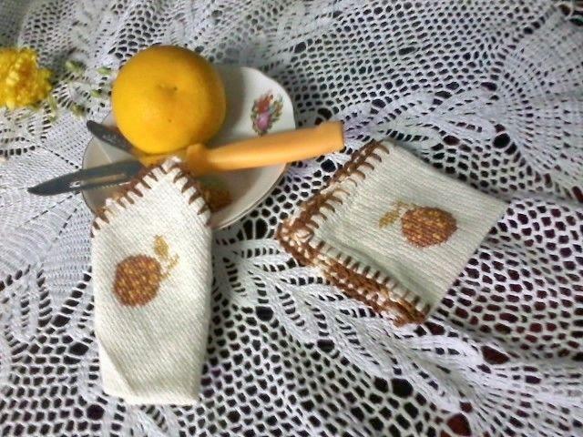 Bellos naranjitos que adornan y dan vida a tu mesa!