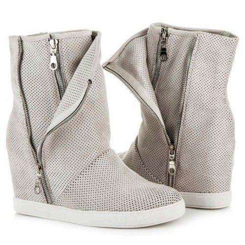 Dámské boty na klínku Queen Bee Charuma šedé AKCE – šedá Boty, které si v chladném počasí najdou své uplatnění. Módní boty se skrytým klínkem vynikají svou originalitou. Boty jsou velmi snadné na oblékání díky …