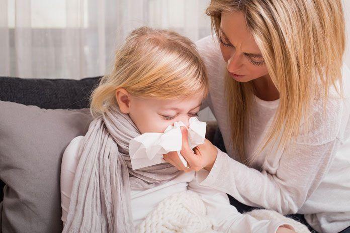 Schnupfen: Die besten Hausmittel für Kinder