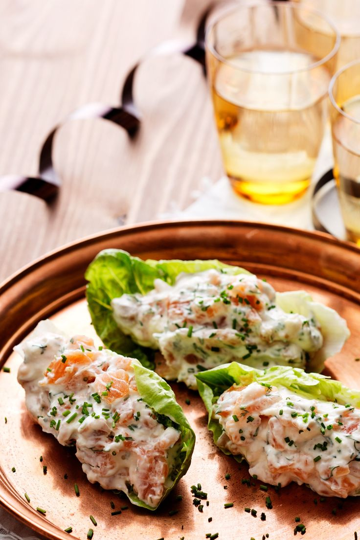 A few simple ingredients and a few minutes is all it takes to make this lovely smoked salmon appetizer. Serve it as a starter, a snack with drinks or on a buffet. Only 2 grams of carbs per serving.