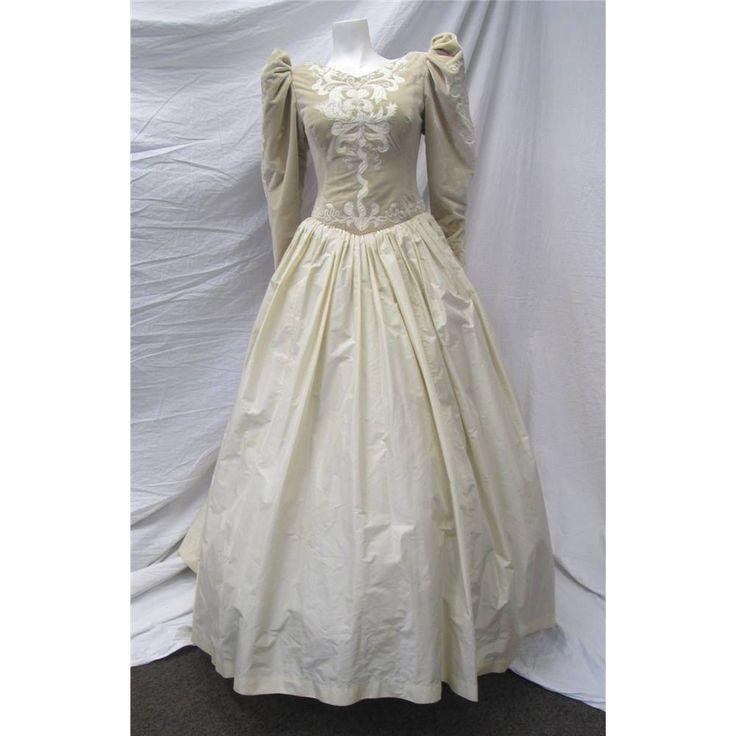 Victor Edelstein - Medium - Cream - Designer Wedding Dress