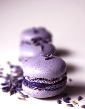 Perfect lavender Macarons....scrumptious !