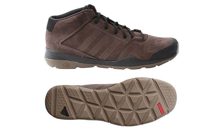 Pánska kožená topánka Adidas. Elegantná mestská obuv určená na jeseň a zimu. Tieto topánky trošku pripomínajú legendárne Zappany alebo klasické mestské Salomony. Jemná elegancia, ktorá svojim dizajnom neprovokuje a ľahko si ich môžete obuť ku čomukoľvek.