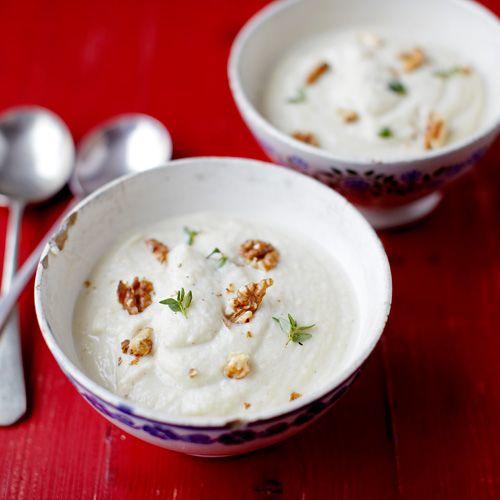 Knolselderij soep. Erg lekker. Ik heb een versimpelde versie gemaakt, met kokosmelk ipv room.