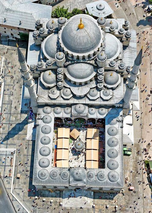 The New Mosque (Yeni Cami) in Eminönü, Istanbul, Turkey. Groundbreaking 1597. Completed 1665. Materials cut stone, granite, marble.