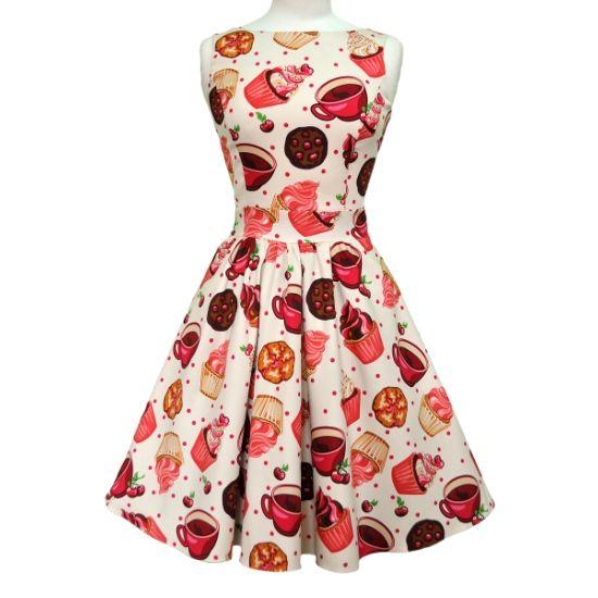 Lady V London Red Lips Tea Retro šaty ve stylu 50. let. Dokonalý model pro slunečné letní dny - na zahradní oslavy, svatby, večírky pod širým nebem. Nepřehlédnutelný motiv dortíčků, šálků a zmrzliny je prostě kouzelný. Příjemný pružný materiál (97%, 3% elastan), pohodlný střih s lodičkových výstřihem, vzadu lehce vykrojené se zapínáním na zip a vázačkou zajistí skvělé přilnutí k vaší postavě. Můžete doplnit spodničkou v délce nad kolena (23´´).