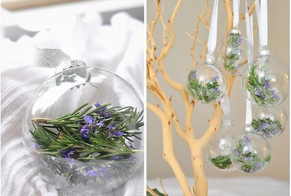 Розмарин – растение, которое долго сохраняет свежий вид, зелёный цвет и даёет нежные светло-фиолетовые цветы. Просто поместите веточки розмарина и его цветы в прозрачный стеклянный шарик... Готово!