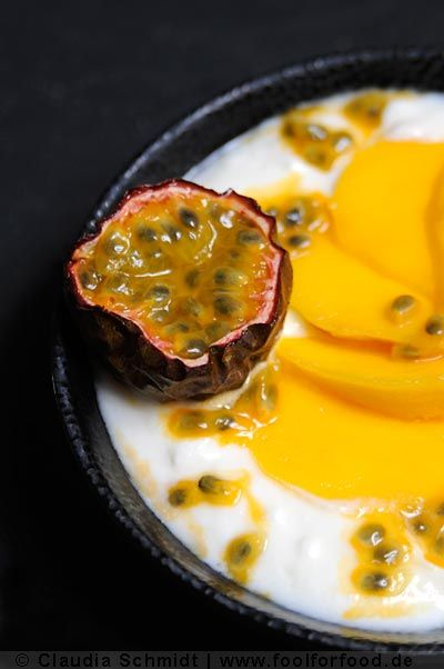 Make your own! Joghurt with mango and passion fruit.
