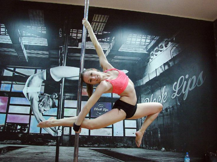 I feel super-cool because I managed to do #bendyphilly #poletrick thanks to my great instructor  @iwek_iwi :) Photo from the last training in 2015, I look forward to seeing what 2016 will bring! Happy New Year to all of you!!! #imsoexcited  #poledance #polefitness #polesport #poleart #polefreaks #trainhard #strength #flexibility #flexibilityforpole #polelove #circusinspiration #aerialnation #passionforpoledance #blacklipspoledancestudio #urbandancezone
