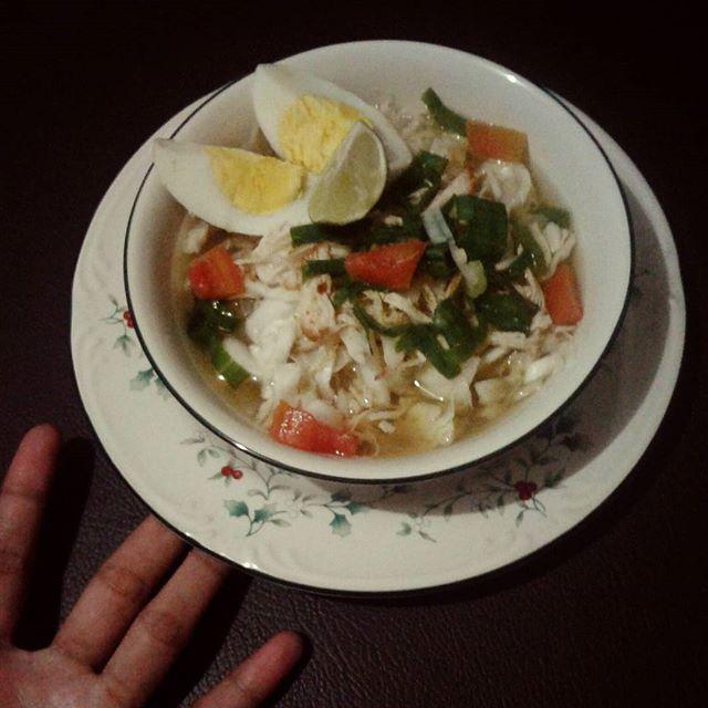 Dingin-dingin gini enak nyoto!  #homemade #byme #alaalin #kuliner #nusantara #soto #ayam #sotoayam #foodporn #nomnom #yummy #oishii #おいしい