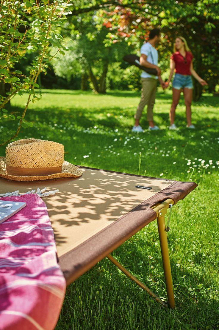 Le lit de camp Trigano. Au camping ou en déco à la maison, ce lit de camp avec son côté vintage rencontre un franc succès.
