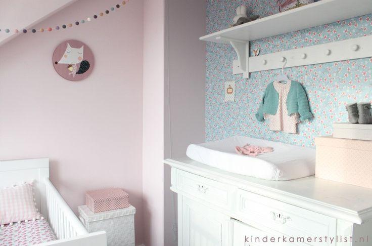 Babykamer Meisje #landelijk #brocant #ledikant #commode