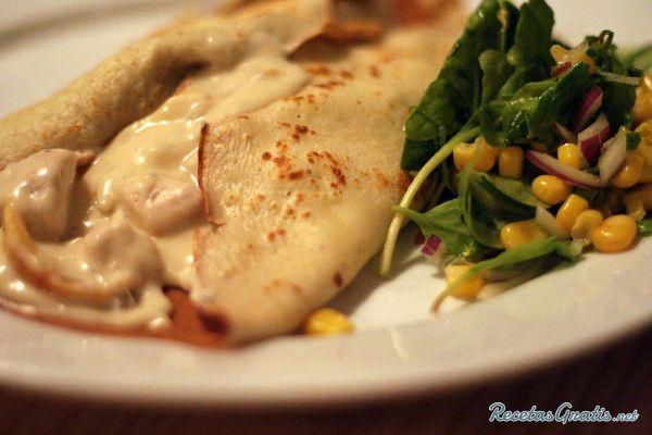 Aprende a preparar crepes salados de pollo con esta rica y fácil receta.  Las crepes, receta de múltiple utilidades a la hora de cocinar, puedes servirlas dulces o...