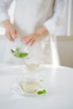 How to make your own mint tea with spearmint leaves...